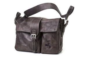 Postina a tracolla doppia tasca unisex Art. 138 indy collection cm. 39x31x12